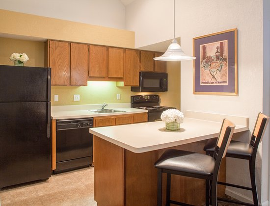Cloverleaf Suites Kansas City: All Suites feature a fully-equipped kitchen and dining area