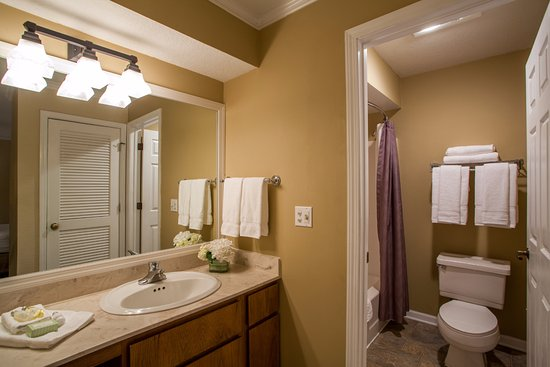 Cloverleaf Suites Kansas City: Suite Bathroom