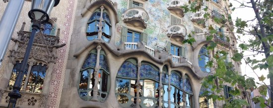 Hotel El Avenida Palace: Very close to the famous Bone and Dragon building