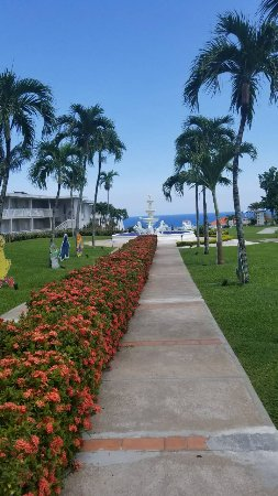 Beaches Ocho Rios Resort & Golf Club: walking area from the main building to the pool/beach