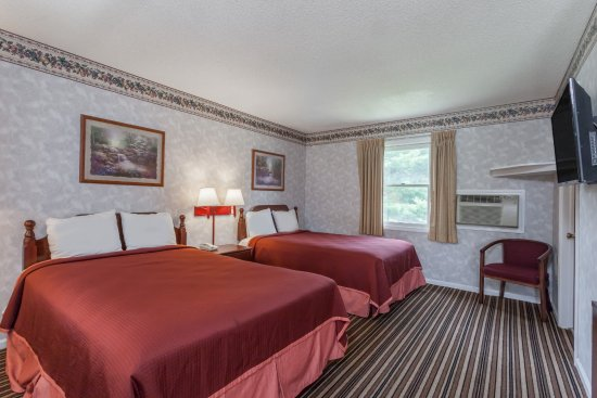 Travelodge Great Barrington Berkshires: Two Queen/ Double