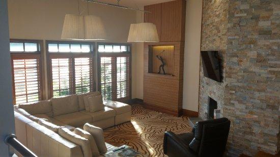 Villas of Grand Cypress: Living room