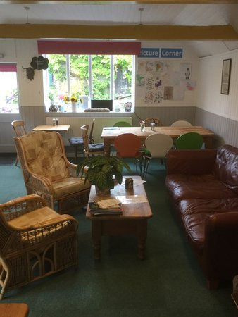 East Coker, UK: 1 year old village cafe pod for walkers and families