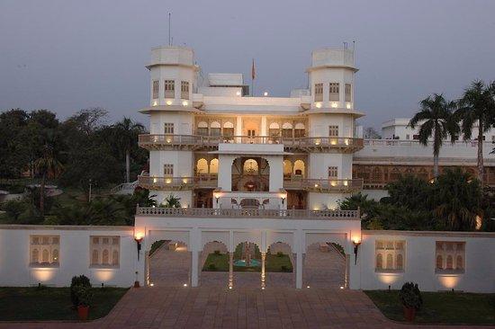 Taj Usha Kiran Palace, Gwalior: Main entrance of hotel