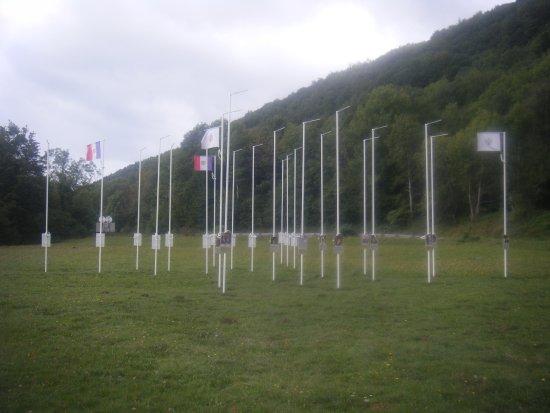 Lac Laffrey : les mats dépouillés de leur drapeau ( triste vue )