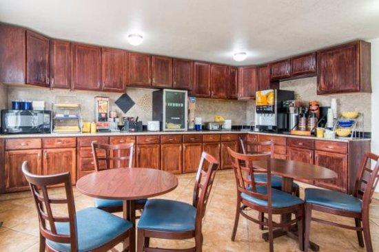 Knights Inn Colorado Springs Central: Breakfast Area