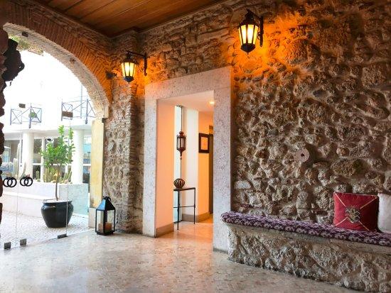 Solar Do Castelo: entrance hall