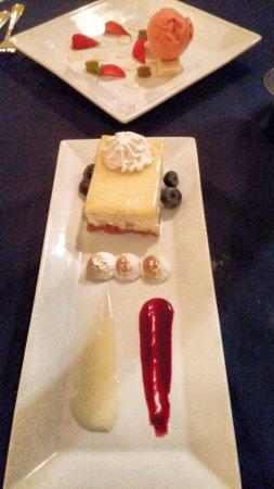 Saint Peters Bay, Kanada: The strawberry shortcake and lemon cheesecake desserts!