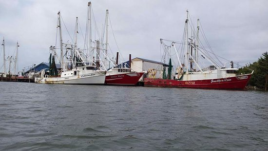 Beaufort, NC: Passing by the shrimp boats.