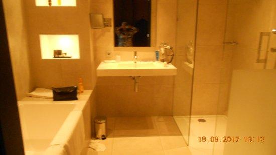 Prachtige badkamer - Foto van Van der Valk Hotel Enschede, Enschede ...