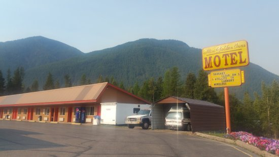 Hungry Horse, MT: Its a motel. Car is parked right outside, so noisy...