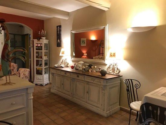 Le Mas du Loriot : Ein kleines Paradies. Ruhig und abgelegen, ideal um sich zu erholen. Feine Küche mit sehr freund