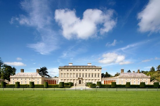 Celbridge, Ирландия: Enjoy a guided walk at Castletown
