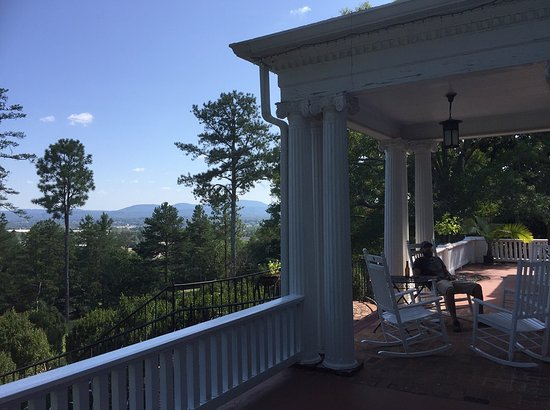 Anniston, AL: Front porch...lovely view!