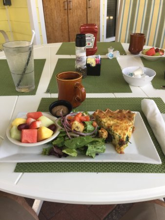 Juno Beach, FL: Lobster quiche mixed fresh salad fruit and coffee