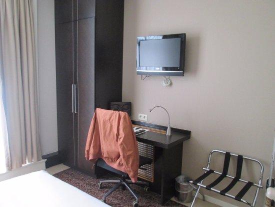 Hotel Chambord: mobiliario do quarto 53