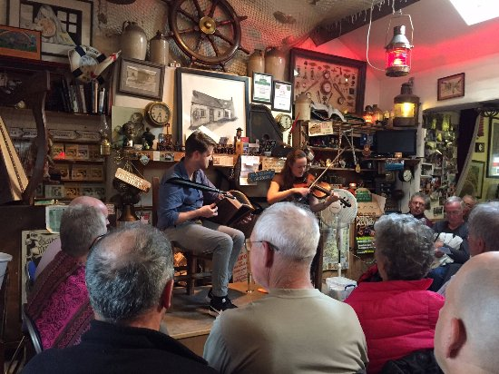 Greystones, Irland: A nightly music concert in Dingle