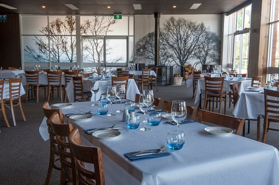Kermandie Waterfront Hotel: The restaurant can cater for groups and functions