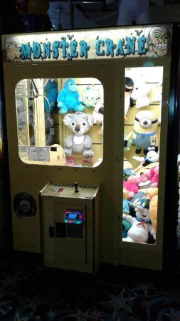 Λονγκ Μπιτς, Ουάσιγκτον: Try your skill to win a stuffed animal from one of our two claw machines! Open 10-10. #FunlandLB