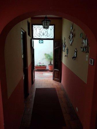 Hostal El Patio: pasillo...