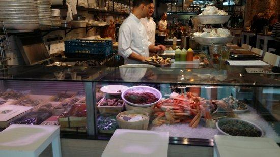 Seafood platter picture of the seafood bar amsterdam for Seafood bar van baerlestraat