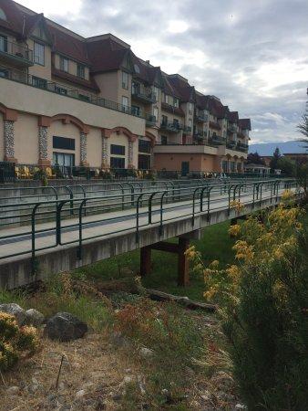 Prestige Harbourfront Resort: Overlooking the lake