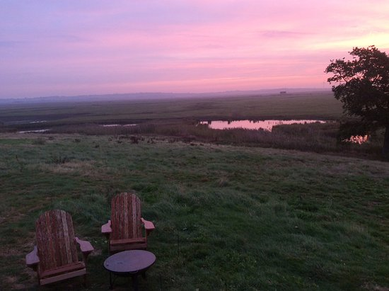 Sheerness, UK: Over looking the lake in front of our hut with the fire pit