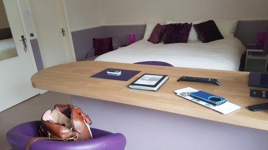Stoke Bruerne, UK: Bedroom and dinning area