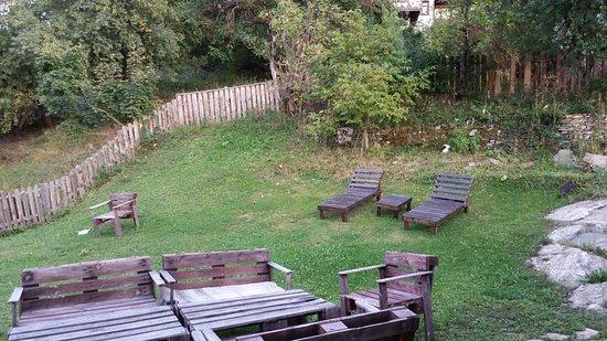 Dolen, Βουλγαρία: vista desde el jardín de la casa