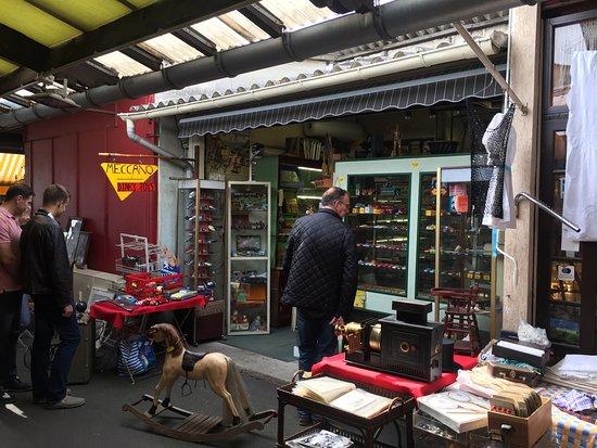 Marche aux Puces de Saint-Ouen: So many great shops!