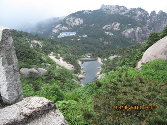 Mt. Huangshan (Yellow Mountain): view at the top