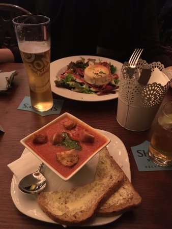 Felpham, UK: Soup and goats cheese salad