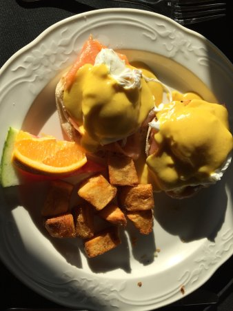 The Waring House: Poached eggs with salmon and potatoes