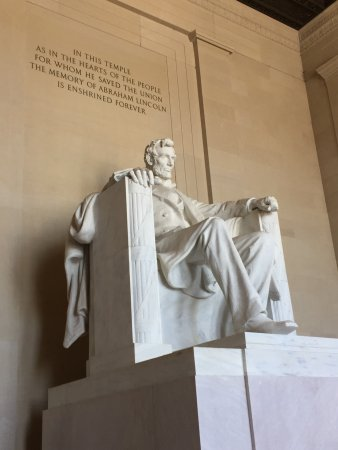 D.C Daily Tours: Lincoln Memorial