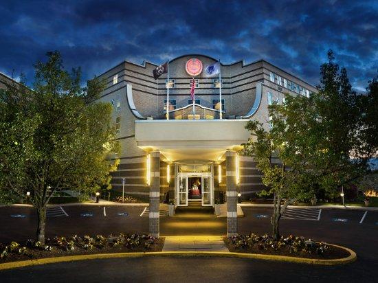 Needham, MA: Hotel Exterior Night