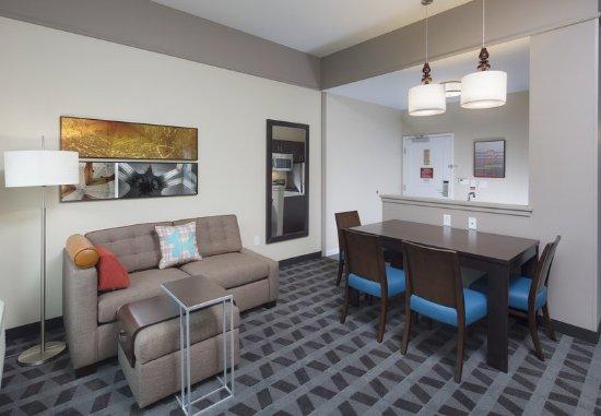 Swedesboro, NJ: Two-Bedroom Suite