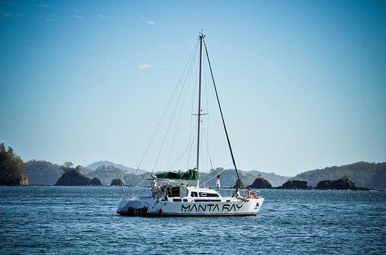 Snorkel privado de vela y crucero al...