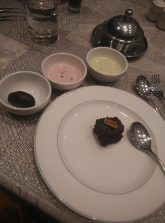 Fortune Hotel Landmark: Decent combination of dessert with local food as well