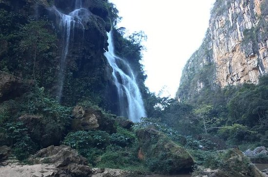 Aguacero Waterfall and La Venta River...
