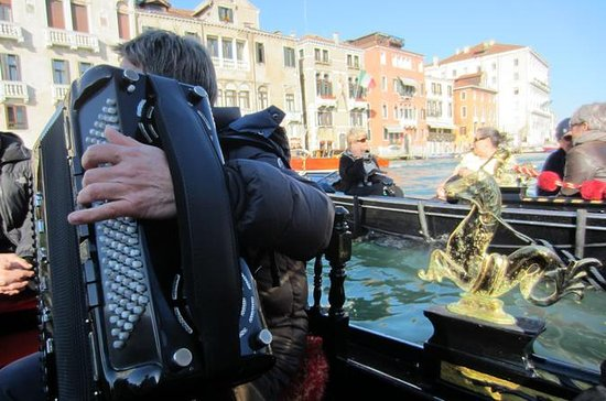 Venice: Shared Serenade Gondola Tour...