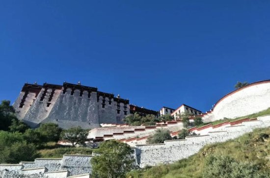 Visit Potala Palace With Local...