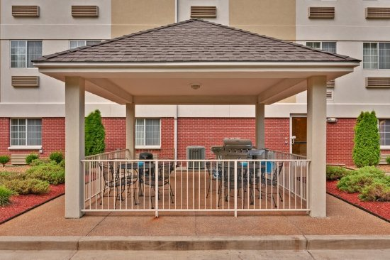 Candlewood Suites: Guest Patio