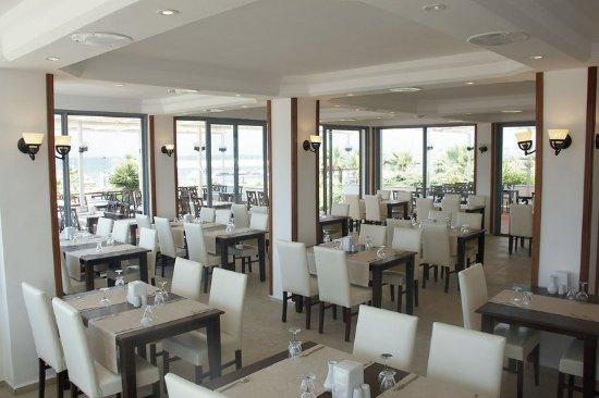 Sentinus Beach Hotel : Restaurant