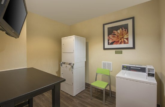 Englewood, CO: Laundry Room