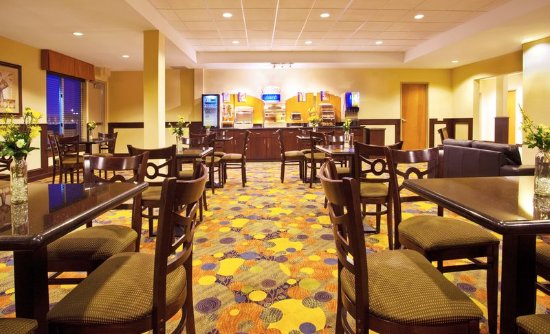 Holiday Inn Express Hotel & Suites Waukegan: Breakfast Area