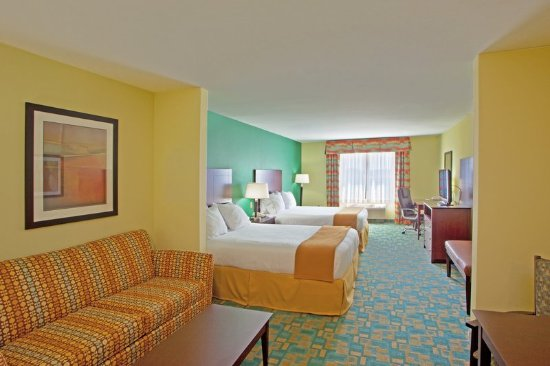 Holiday Inn Express Hotel & Suites Thornburg-S. Fredericksburg: Families can be accomodated in our spacios suites