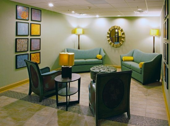 Thornburg, VA: Our Lobby Lounge has a bright new contemporary feel