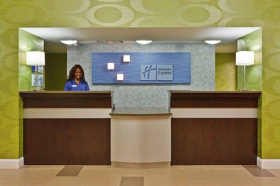 Holiday Inn Express Hotel & Suites Brentwood North-Nashville Area: Front Desk