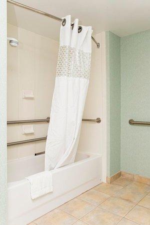 Front Royal, VA: Accessible Bath