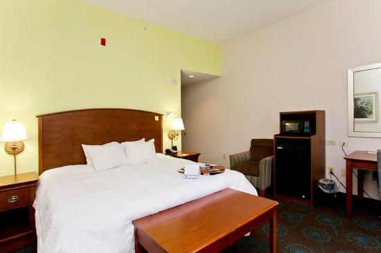 Front Royal, VA: 1 King Bed
